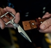Un Couteau caché dans le boucle de votreCeinture